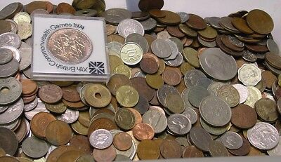 Two kilograms of world coins, over 300 coins, many countries and periods..