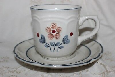 Cumberland Brambleberry Blue on White Cup Saucer Thé Tasses & Soucoupes.