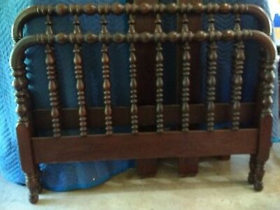 Antique Jenny Lind Spindle Spool 3/4 Bed, headboard, foot board and side rails