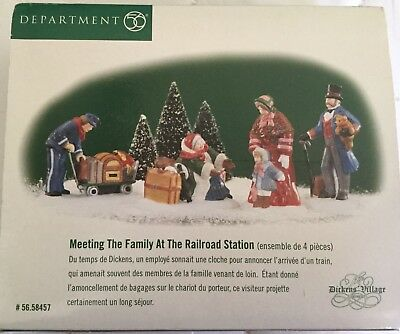 Dept 56 Heritage / Dickens' Village MEETING THE FAMILY AT THE RAILROAD STATION