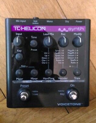 TC HELICON Voicetone Synth (Hardtune, Vocoder & synth Pedal) Effektgerät
