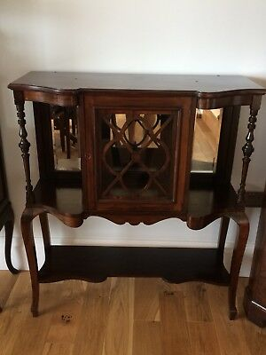 Antique Display cabinet in Mahogany In reasonable condition.
