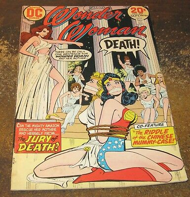 WONDER WOMAN #207 (Sept 1974) VG++ Condition Comic - Jury of Death - Bondage