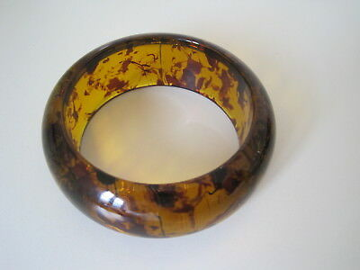 Superb Vintage Art Deco Style Chunky Faux Amber Lucite Bangle