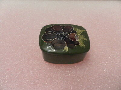 Moorcroft Trinket Box. Flower on Green. - Good Condition - Un boxed