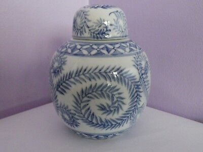VINTAGE CHINESE BLUE & WHITE LEAVES & FLOWERS DESIGN GINGER JAR/POT 15 cms tall