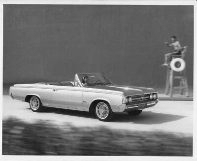1964 Oldsmobile F-85 Cutlass Convertible Press Photo and Release 0076