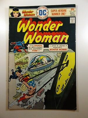 Wonder Woman #220 VG/VG+ Chronos Strikes!!  Infinity Comics Super Auction!!