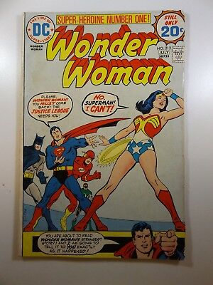 Wonder Woman #212 VG-/VG Condition!!  Wonder Woman Leaves The JLA!!