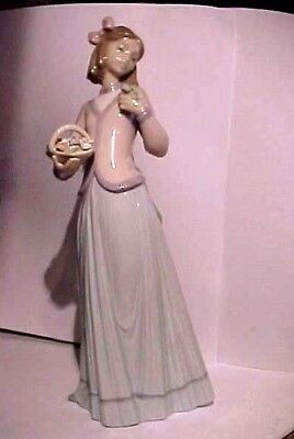 Retired Lladro 1996 Collector Society Innocence In Bloom Figurine In Box # 7644