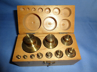 Vintage FISHER SCIENTIFIC USA SCALE BRASS WEIGHT SET- in wood box.