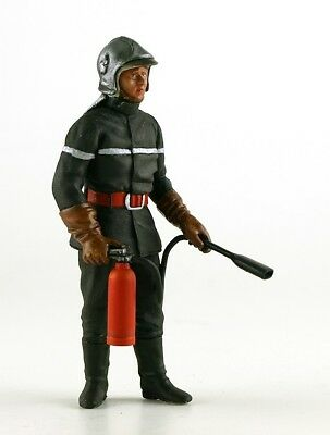 LeMans Miniatures 1:18 1970's Track Fireman in Full Suit with Fire Extinguisher