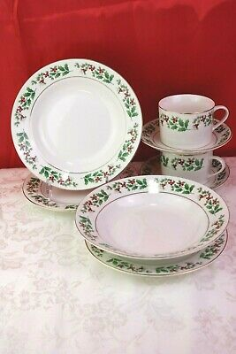 Gibson China Holiday Gold Trim Christmas Charm 2 SALAD PLATES Holly Berry