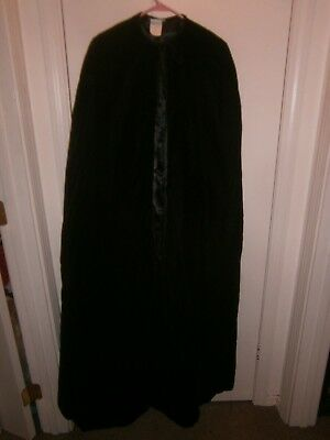 Halloween Costume Adult Deluxe Lined Black Velvet Cape One Size