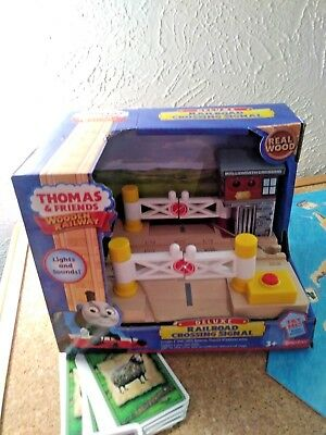 THOMAS THE TRAIN & Friends Deluxe Railroad Crossing Signal Wooden Railway  NEW