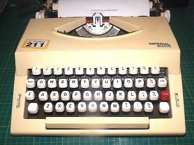 vintage Imperial 2002 MANUAL TYPEWRITER with hard case
