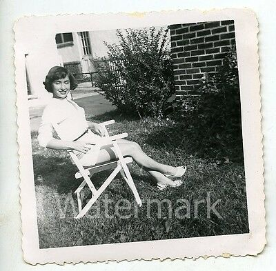 1950s  Square b/w snapshot Photo Lady in shorts  legs      EC22