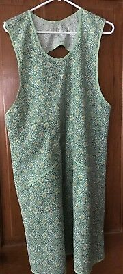 Vintage  Full Apron Pretty Green Feed Sack Type  Print, Home Sewn Nice