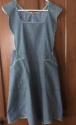 Vintage  Full Apron Pretty Green And Gray Feeds Sack Type  Print, Home Sewn Nice