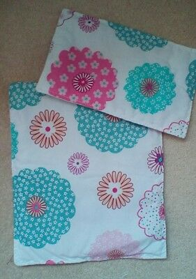 """DOLLS PRAM COT QUILT SET 12"""" x 10"""". WHITE WITH COLOURED FLOWERS"""