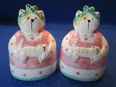 Fat Mommy Cat Salt & Pepper Shaker Ceramic Figurine Kitty Kitten Made In 1992
