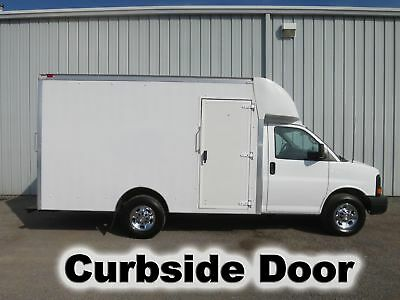 Express 3500 V-8 Gas Automatic 12-Ft Cube Van Delivery Haul Box Truck Low Miles