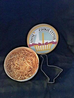 American Pantry Goose Cookie Cutter 1986 Pelzman Design in Round Wooden Box