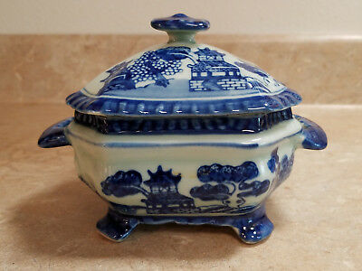 Trinket / Candy Box – Blue Willow – Footed - Bright Blue Design – Light Blue Bac