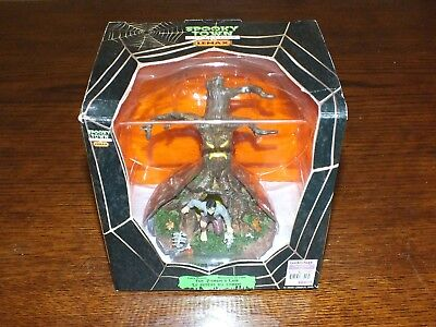 Spooky Town Zombie's Lair 2006 release RETIRED Perfect in BOX WoW!