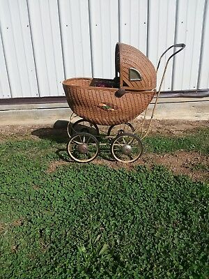 Vintage Wiker Baby Doll Carriage