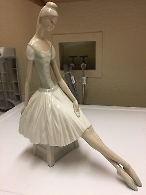 "Vintage Lladro ""Ballerina"" Nao retired and rare figurine"