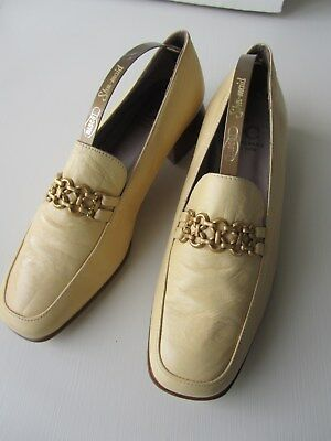 Ladies leather shoes, pale yellow, size 37, flats, worn once indoors, metal trim