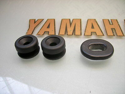 3x NEW RD 250 LC RD350LC RUBBER MOUNTING GROMMETS LEFT OR RIGHT SIDE PANEL COVER