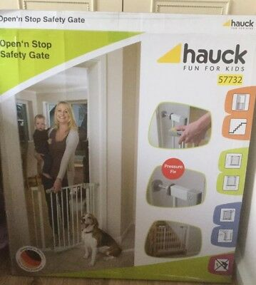 New In Box Hauck Child Safety Stair Gate