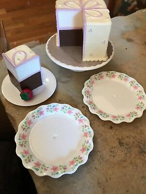 American Girl Play Cake  And Cake Plates new