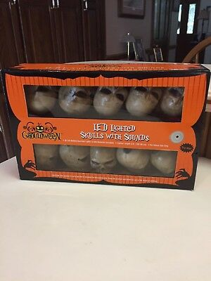 NIB 10 FLASHING Halloween Skull Lights Set with SOUND Battery Operated 6 Feet