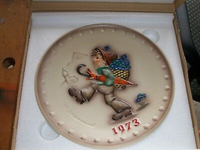 GOEBEL M. J. HUMMEL 1973 Plate of the Year Germany HUM 266 Vintage Collection