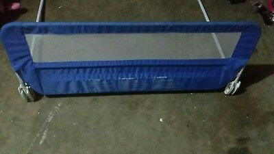 Bed side rail (can be folded out) in good condition