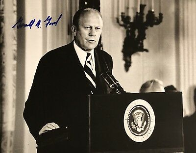 Gerald Ford AUTHENTIC HAND SIGNED 8x10 Photo President