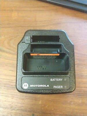 Motorola Minitor V 5 Charger RLN5703C Charging Cradle with Power Adapter