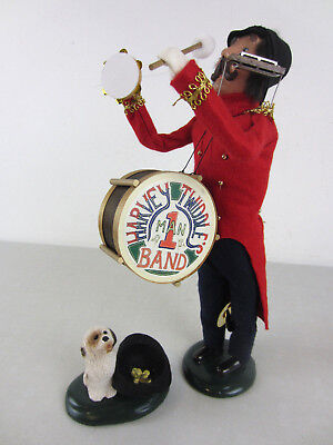 Vintage 1997 Byers Choice Carolers Harvey Twiddle's 1 Man Band Drum Dog w/ Hat