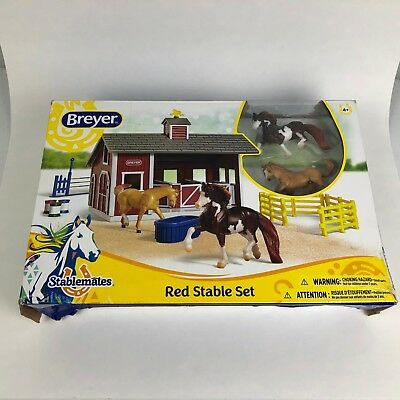Breyer Red Stable Set with 2 Stablemate 1:32 Scale Horses 59197 Open Box