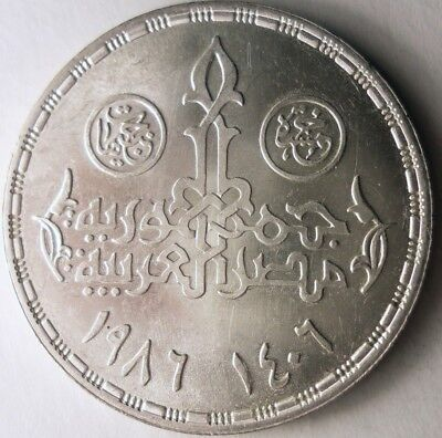 1986 EGYPT 5 POUNDS - SCARCE - STRONG GRADE Silver Crown Coin - Lot #N17
