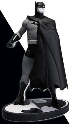 Darwyn Cooke Batman Black And White Mini Statue 2Nd Edition Dc Collectibles
