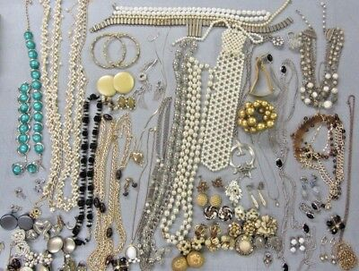 Huge Lot of Vintage & Antique Costume Jewelry, Brooches, Neclace, Bracelets!