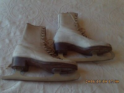 Ladies Vintage Leather Ice Skating Boots, size 6.5