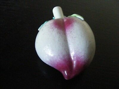 ANTIQUE QING DINASTY 19th CENTURY CHINESE PORCELAIN PEACH SHAPED SNUFF BOTTLE
