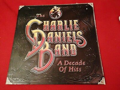 KLP158 - The Charlie Daniels Band - A Decade of Hits (FE 38795) US LP + OIS epic