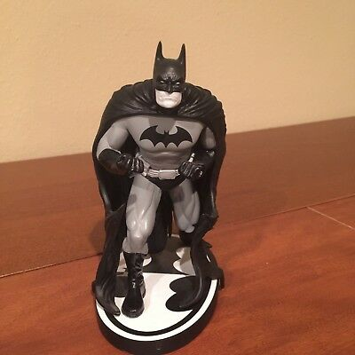 Batman Black and White Statue by Ethan Van Sciver #1553/3300