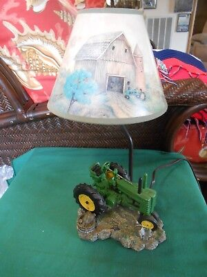 Great Collectible JOHN DEERE Table LAMP